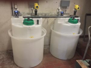 Zweifache Dosieranlage mit Dosierpumpe für Chemikalien