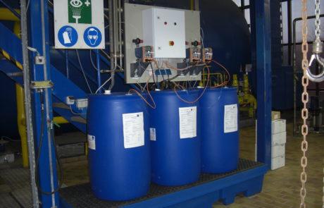 Dreifachdosieranlage zum Dosieren von Chemikalien zur Wasseraufbereitung