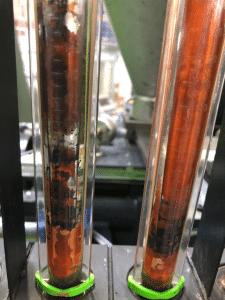 Verschmutzte Durchflussgläser Wasserbatterien