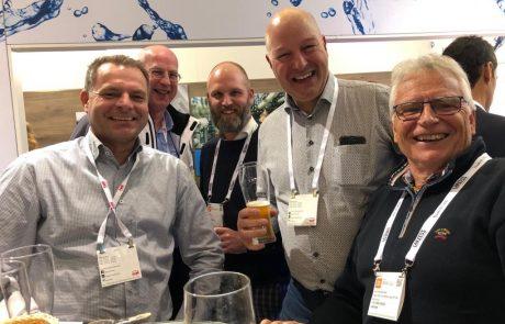 Geschäftsführer der aqua-Technik Beratungs GmbH mit Kunden