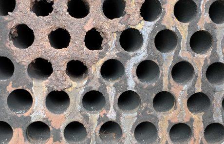Ablagerungen auf dem Rauchrohr eines Kessels