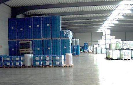 Lager mit Chemikalien für die industrielle Wasseraufbereitung
