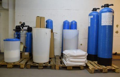 Enthärtungsanlage im Lager der aqua-Technik Beratungs GmbH